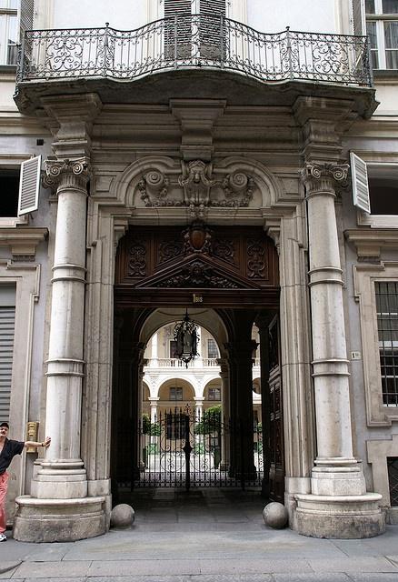 Torino, Via della Consolata/Piazza Savoia, Palazzo Paesana di Saluzzo