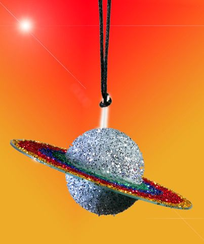 Children can create a model of the planet Saturn with an old compact disc, a foam ball, glue, paint and glitter.