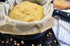 Rezept für 1 Laib Brot:  200 g Maismehl  150 g Mehl, z.B. Weizen, Dinkel, glutenfreie Mehlmischug (Schär, frei von, Glutano)  3 TL Weinsteinbackpulver  250 ml Mandelmilch o. andere Pflanzenmilch  1 Leinsamenei (1 TL Leinsamen, gold oder normalen + 3 EL Wasser)  35 g Rohrzucker  50 ml Öl, geschmacksneutral, mit Olivenöl schmeckt es auch sehr gut  Prise Meersalz  Den Backofen auf 200° vorheizen, ...