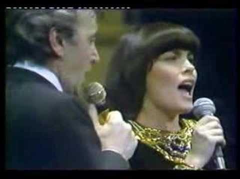 Charles Aznavour - Concert au Palais des congrès 2004 - YouTube