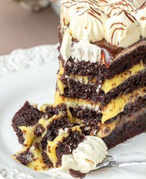 Hoy nos tentamos con esta delicia de naranja y chocolate: ¿qué te parece esta torta fácil?