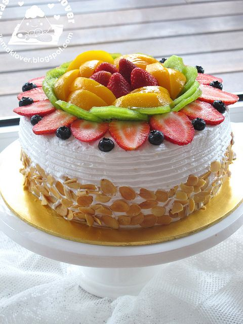 Asian Fresh Fruit Sponge Cale by nasilemaklover #Sponge_Cake #Fruit