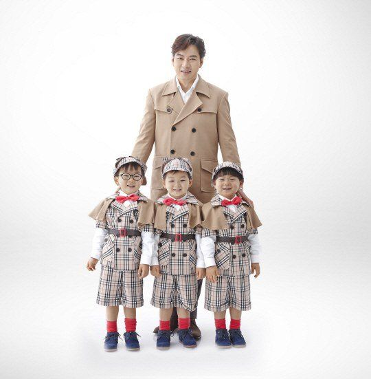 Actor Song Il Gook and his triplets continue as the faces of global juice brand Minute Maid, owned by The Coca-Cola Company, in the Korean market. Their contract was recently extended, and fans can look forward to seeing Daehan, Minguk, and Manse back in adorable juice action very soon. A representa...