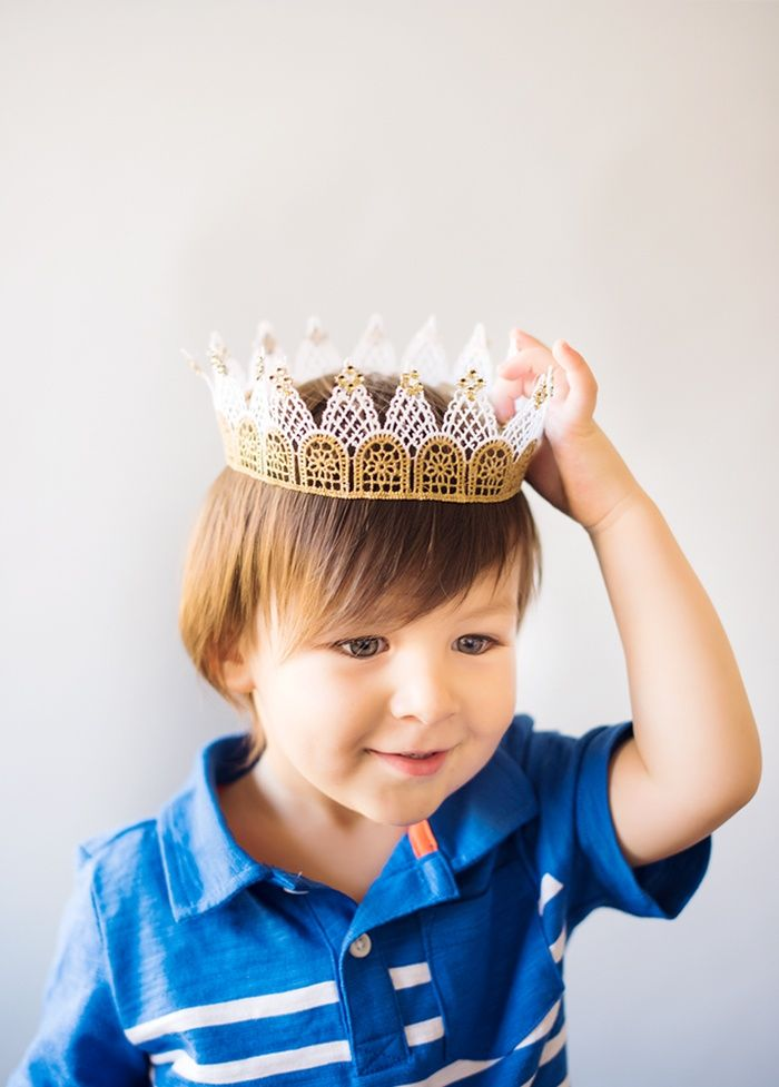 Ready to make your little prince or princess a crown of their very own? We loved that you can customize these crowns as much as you like - from color, to je