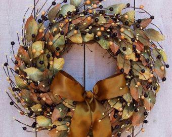 Tomber la Couronne de la Couronne-hiver-automne Decor-hortensia Wreath-Noël guirlande-toutes saisons Couronne-Woodland guirlande-guirlande pour couronne porte-Evergreen  Jadore faire des couronnes que transend les saisons, ce qui les rend parfaits pour décorer les nombreux mois de lannée. Cette couronne est un excellent exemple : réaliste Douglas taxifolié rameaux mix avec chute aux tons feuillage tremble de magnolia feuilles, rouge profond et graines deucalyptus pour former un cadre naturel…