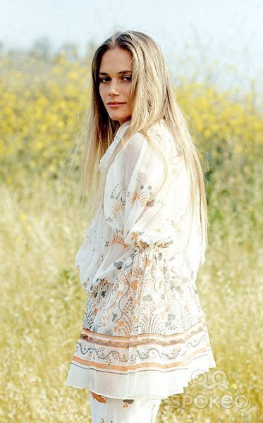 Peggy Lipton, oh! Those sleeves, authentic boho.