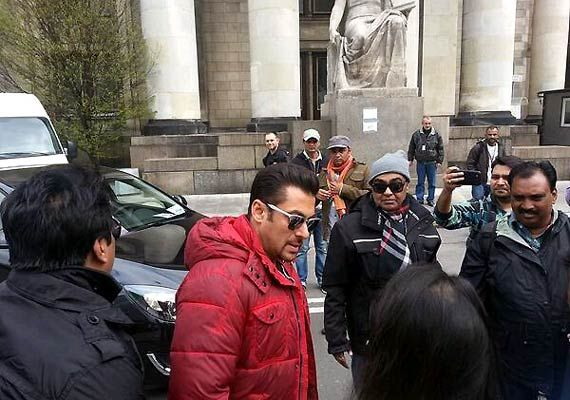 Salman Khan promotes Poland, urges producers to go for it in films (see pics)