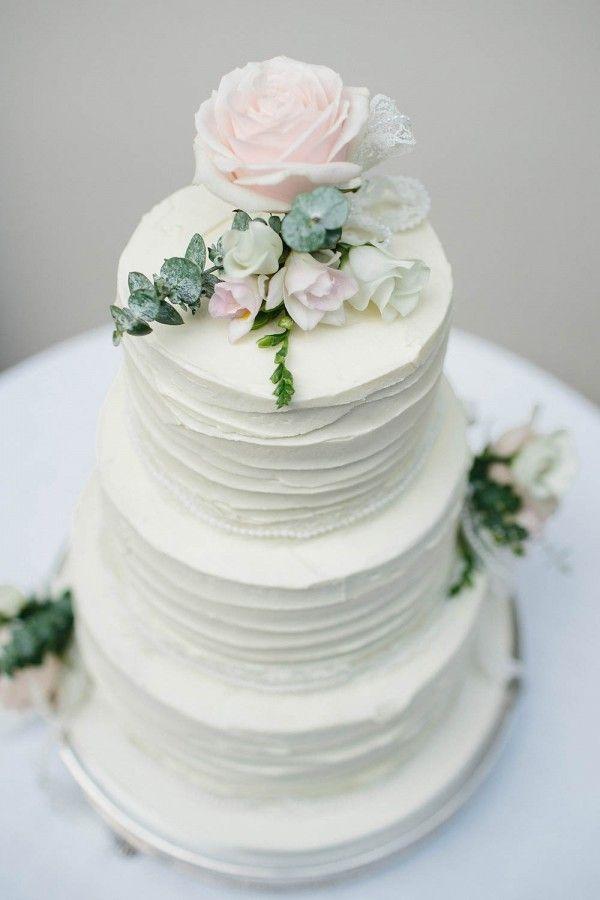 Understated white wedding cake | Image by Jason Mark Harris