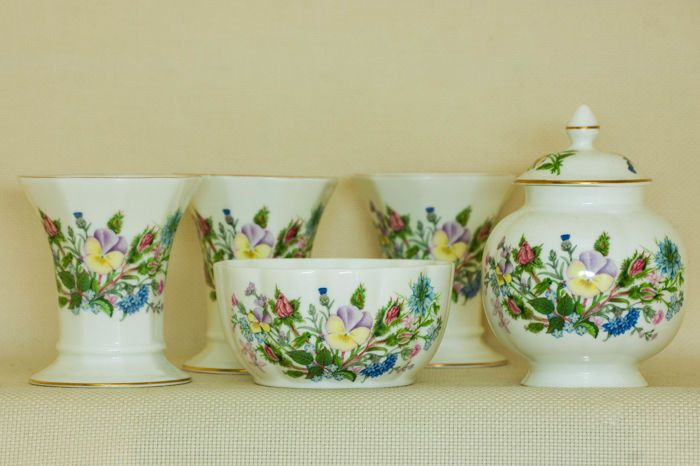 Currently at the #Catawiki auctions: Vintage Aynsley Fine Bone China Set in Wild Tudor Design with Floral Pattern