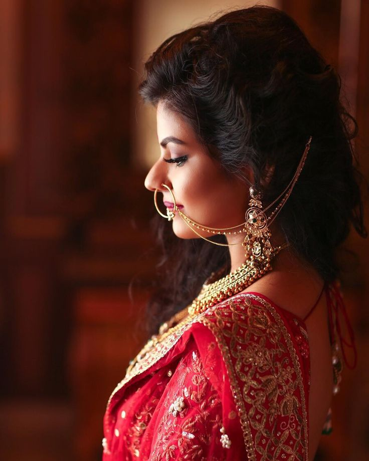 """""""We are in love with Nisha's gorgeous gold nath with three layered chains…"""