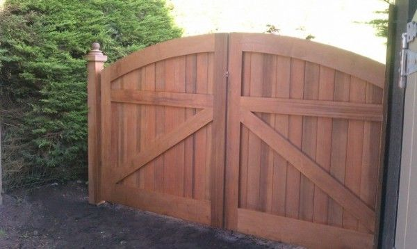 Wooden-driveway-gate-for-your-outdoor-home-design-ideas #http://howlerband.com/