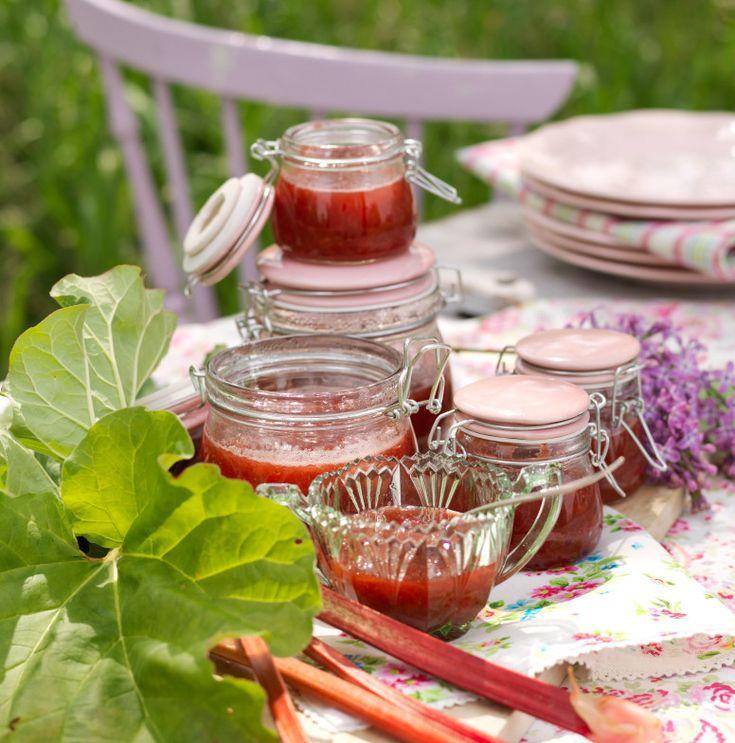 God marmelad som passar utmärkt till pannkakor, våfflor eller till nybakat bröd. Gott recept som hör våren och sommaren till.