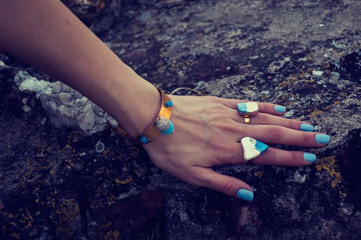 Bracelet with sea shell & beads Rings with broken tiles
