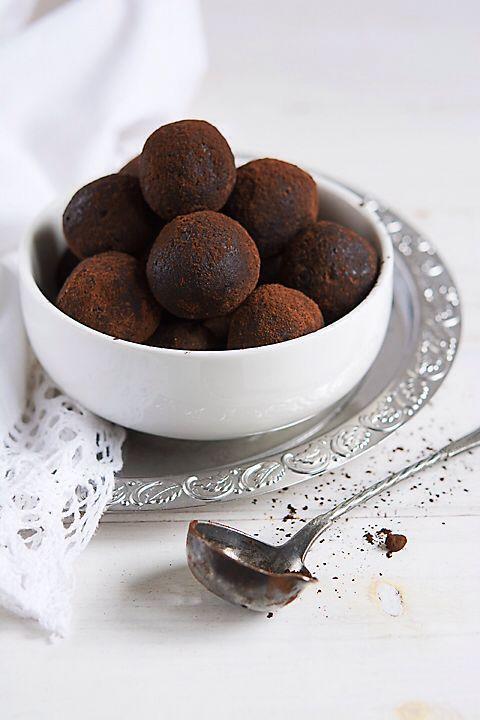 Trufe de ciocolata  #rawcoco #rawsweets #dulciurifarafoc #dulciurifarazahar #bunataticudragoste #vegan #nosugar #glutenfree #cleanlife #cleaneating #healthyfood #healthylife #bucharest #healthtycake #handemade #trufe #chocolate #cacao