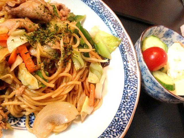夕ご飯(11/16):焼きそば、胡麻ドレ豆腐サラダ(チェリートマト+キュウリ) via SnapDish 料理カメラ