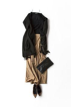kk-closet   2015-09-02 ジェーンバーキンを意識したクラシカルスタイル 黒とキャメルの配色は品があって好き。だからこそ、トレンドにも挑戦しやすいって思います。 今日は、ジェーン・バーキンを意識してリブニットにワイドパンツ。 ワイドパンツも薄手だと、マキシ丈のスカート感覚で履けるのがいい。クラシカルなスタイルだけど、また復活しているハイウエストで今っぽさもある感じに。 今日はディナーの予定があるから、愛用のカシミアの大判ストールを羽織って、リザードバッグでお出かけスタイルに。