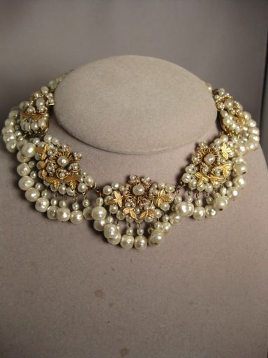 Domont Jewelry : Miriam Haskell Necklace