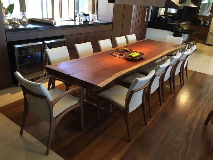 Mesa de Jantar em Madeira Jatobá nobre. Feito em madeira de lei, é uma peça de alta resistência e durabilidade.