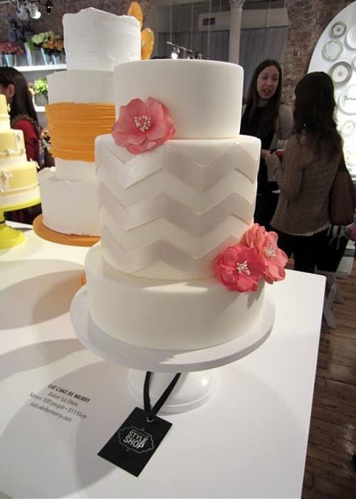 White Pedestal Wedding Cake Stand