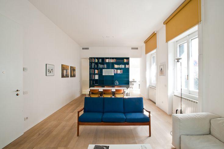 francesco librizzi. Casa L | Milano 2012 - sala llungata, tende a rullo gialle