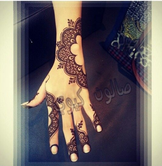 mehndi design one side
