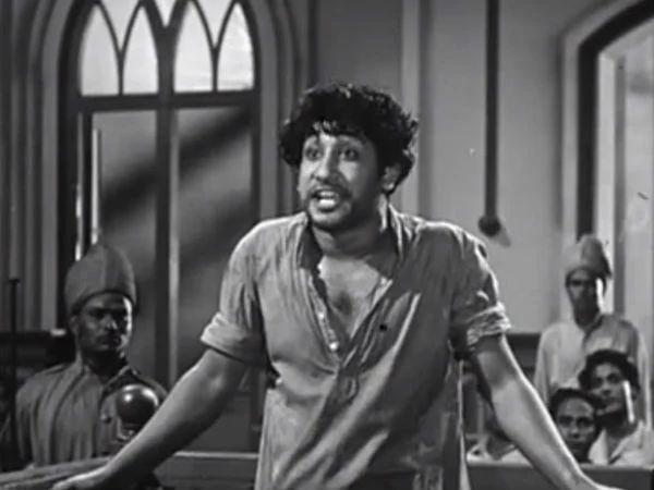 ஓடினாள்.. ஓடினாள்.. வாழ்க்கையின் ஓரத்திற்கே ஓடினாள்.. மறக்க முடியாத 'பராசக்தி'!  http://tamil.filmibeat.com/news/karunanidhi-s-famous-cinema-dialogues-046645.html … #karunanidhi #birthday