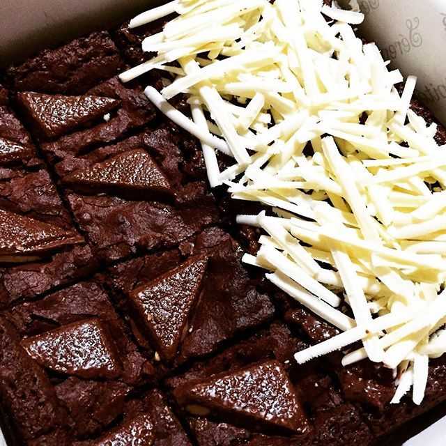 Happy Sunday!  Eat brownies and be happy.  Please order via WA: 0816.823.147  #serendipiteid#vsco#instagram#instafood#giftideas#gift#thebestbrownies#ovomaltine#silverqueen#vscogrid#foodiegram#foodie#kulinerjakarta#ordernow