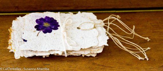 6 Etiquetas colgantes hechas con papel reciclado y material