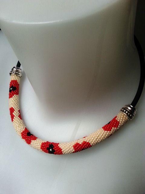 Spirale crochetée de perles de rocailles Miyuki motif coquelicots : Collier par larme-de-perles