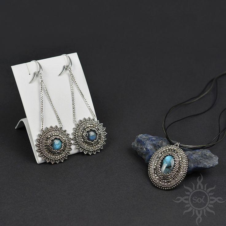 #beading #beadwork #beadweaving #beadembroidery #labradorite #beadedcabochon #labradoritejewelry #elegantjewelry #gemstoneset #bluelabradorite #labradoriteset #healinggemstone #artisanjewelry #semipreciousjewelry #flashlabradorite #embroideredset #flashy #silverjewelry #oldsilver #statementjewelry #statemenearrings #chainearrings #roundearrings #blueflash #victorianjewelry #silverblue #longchainearrings #oldsilverjewelry