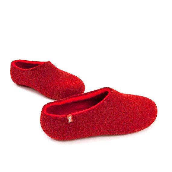 Red Women's slippers felted wool slippers house shoes in bright red merino wool #wool #slippers #felted