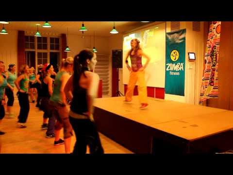 Simple bhangra routine for #ZUMBA Fitness® Class w/ Tina Thomsen. Song: (Love Mera Hit Hit)