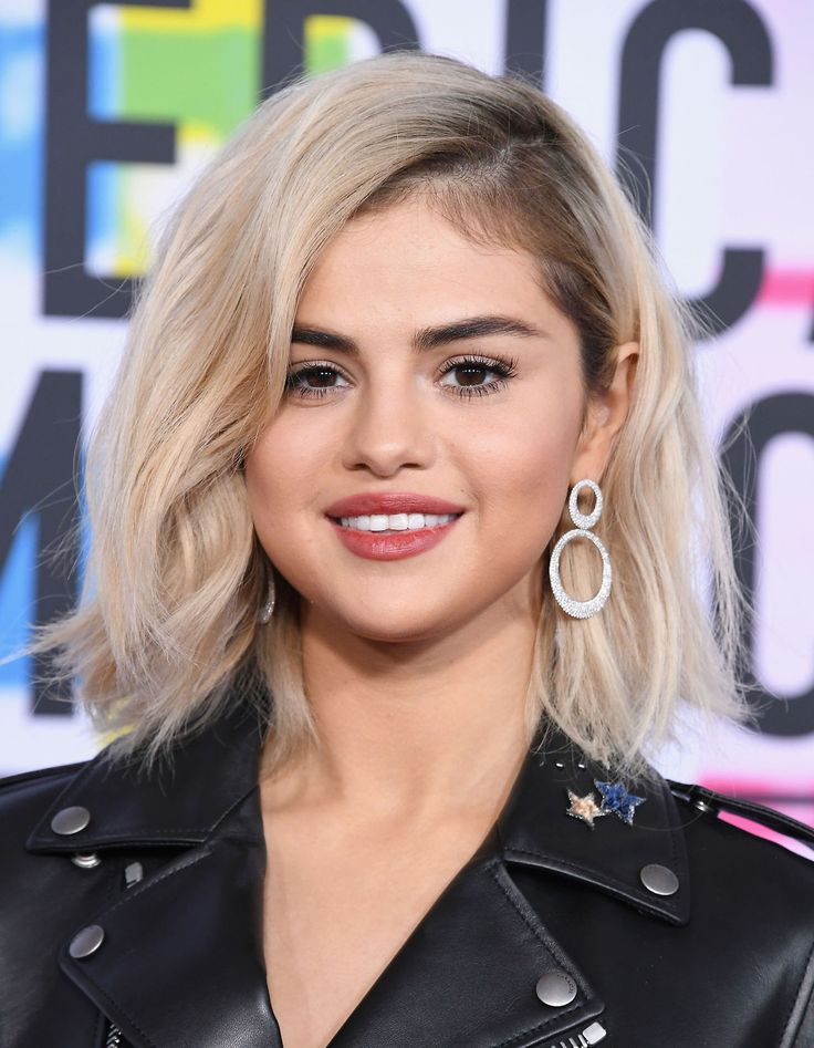 November 19: Selena attending the 2017 American Music Awards in Los Angeles, CA [HQs]