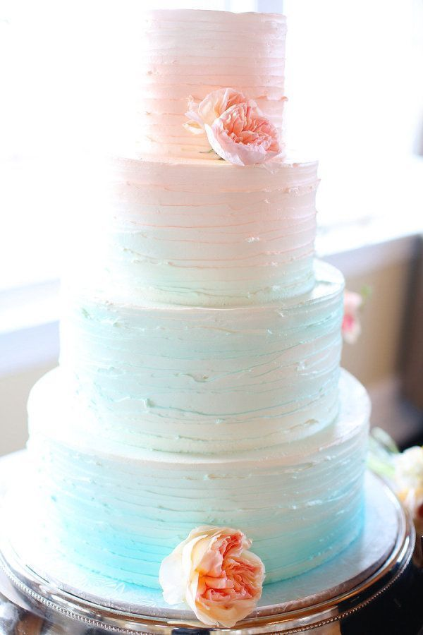 Ooooh, LOVE the very subtle shift in color from bottom to top. Beach ombre wedding cake | Photo: Kay English