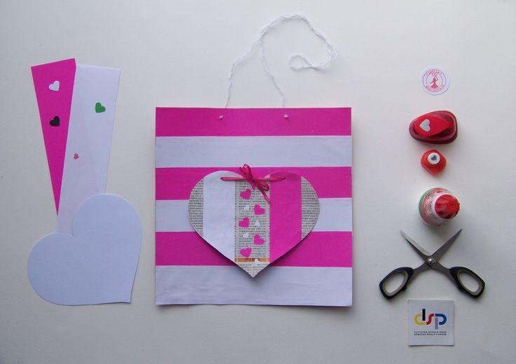 Obrázek z kartonu od pizzy. Zbytky mašlí, provázků, ústřižků. Láska. Valentýn. Tvoření s dětmi v únoru. * #ladylu #ladyluartist #kids #children #creativetime #valentyn #eco #recycle #home #picture #pink #white #decorace #tvorenisdetmi #laska #love #heart #srdce