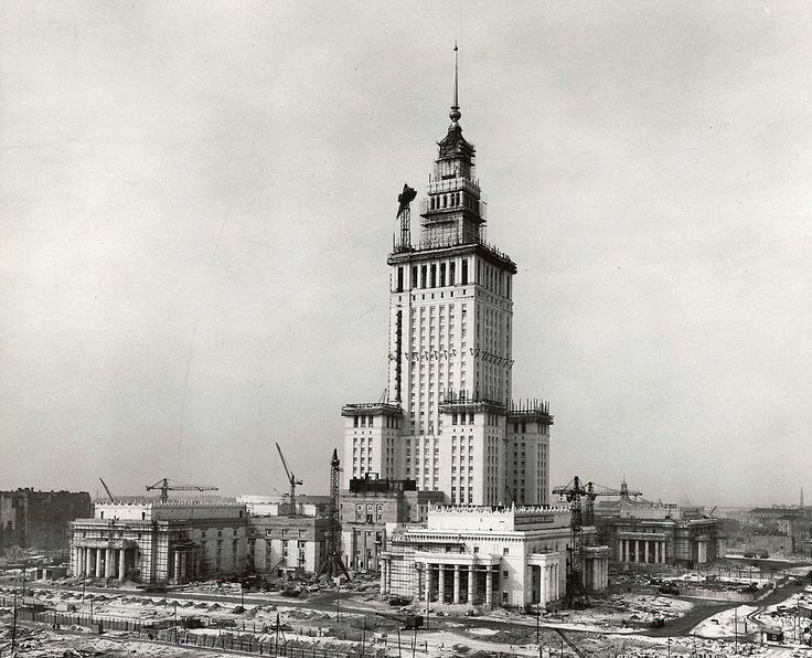 Warszawa - Pałac Kultury i Nauki w trakcie budowy (lata 50. XX w.)