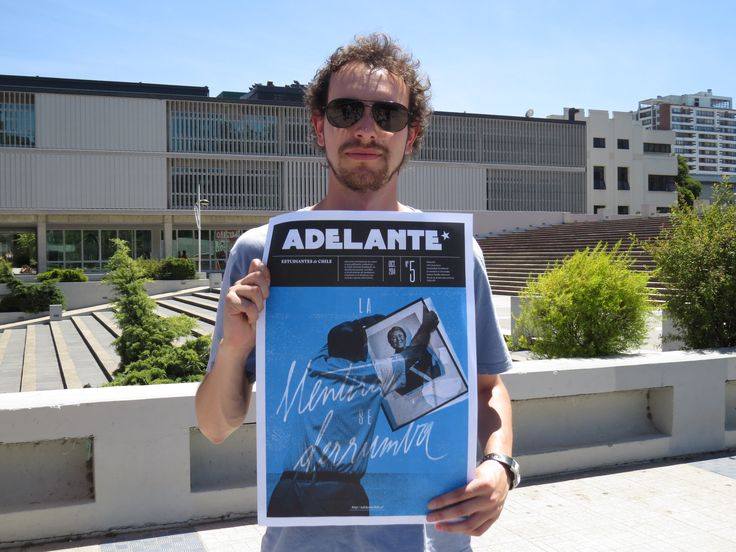 Javier Miranda with Adelante magazine. Une, Chile. Foro University of Concepcion.