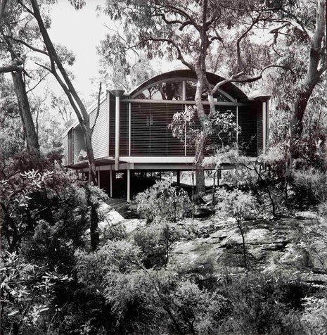 After the deadly Black Saturday bushfires in Victoria, architects provided free consultations and designs for bushfire-resistant homes. Only a few were built
