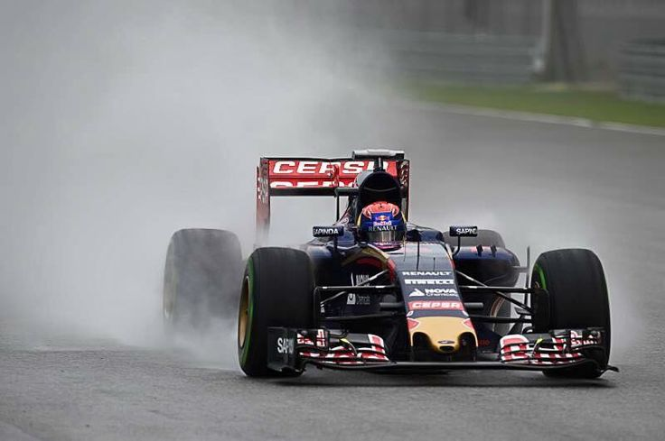 Max Verstappen qualified on P6 in a wet qualifying at the Malaysia GP! Best result ever as youngest driver, same best result as his dad Jos..  #F1 #ToroRosso #Verstappen #MalaysiaGP