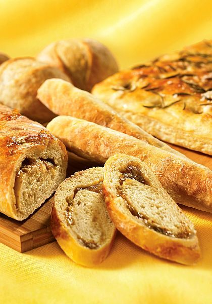 Fig and Kashkaval Cheese Bread Recipe: Fig and Gorgonzola Swirl Loaf