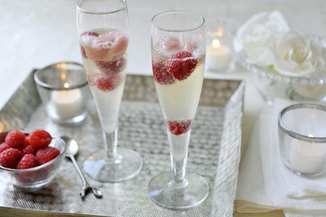 Maak voor kerst deze heerlijke, verfrissende spoom met zelfgemaakt sorbetijs en frambozen!