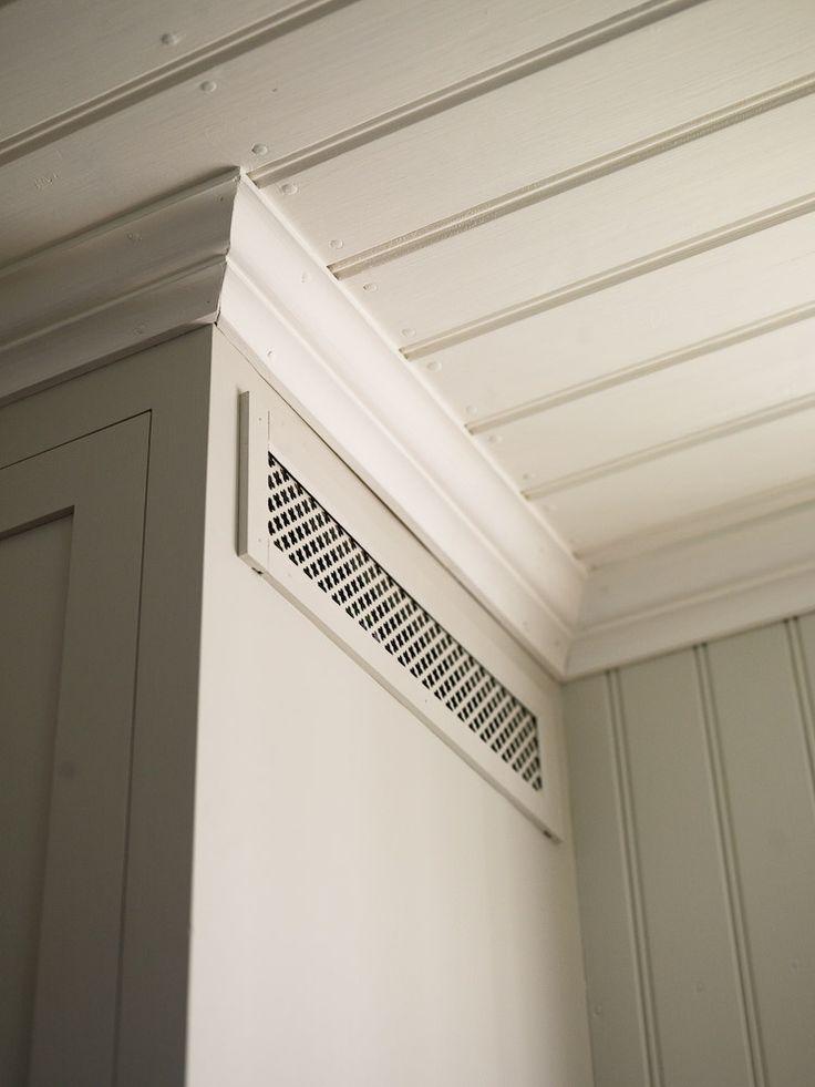 Fin lösning på ventilation, dold bakom klöverplåt målad med linoljefärg