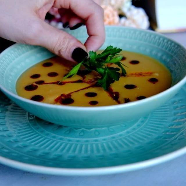 7,646 отметок «Нравится», 139 комментариев — Раиса Алибекова 🦋ЖИЗНЬ И ЕДА (@raisa_foodblogger) в Instagram: «Этот суп с недавних пор является моим фаворитом. 🤤(подари мне своё ❤️📽 и читай дальше 😇) Попробовав…»