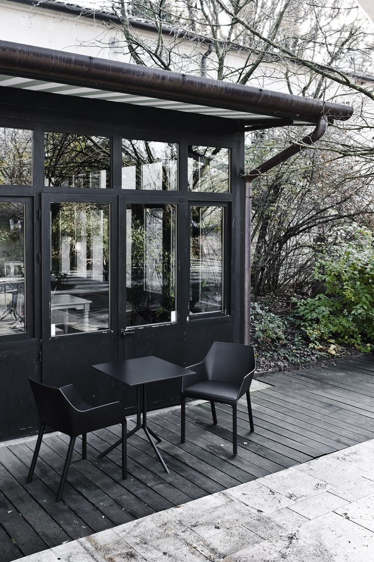 Poule table design by Patrick Norguet and Mem chair design by Christophe Pillet #tnp #chair #poule #table