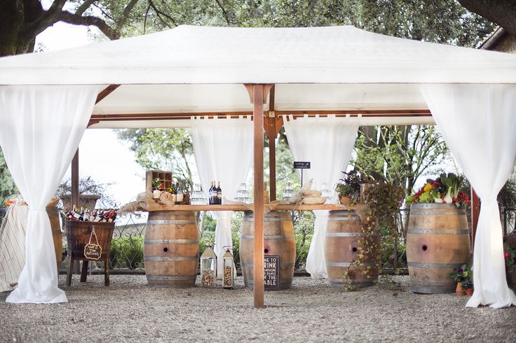 Wedding at castello vicchiomaggio, country style buffet, wine barrels, buffet in the garden, greve in chianti,