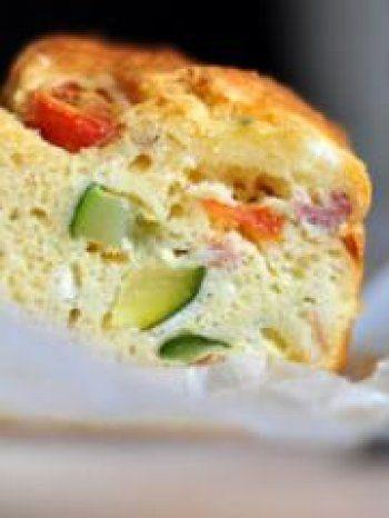 Cake aux courgettes, tomates cerises, chèvre
