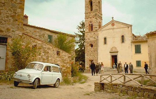 Ook Italiaanse klassiekers in 'Toscaanse Bruiloft' | AutoItalia.nl
