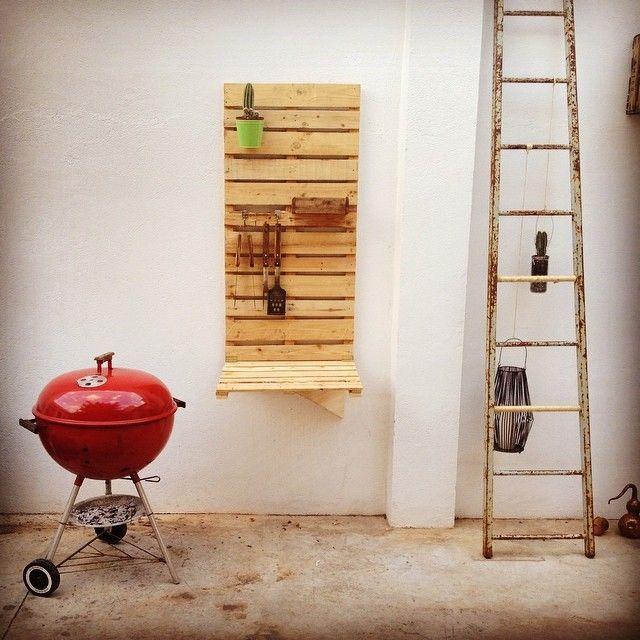 Rincón barbacoa, con mesa abatible en madera de palet... https://www.facebook.com/lapetitemaison.laboratoire http://www.lapetitemaisonlaboratoridart.com/
