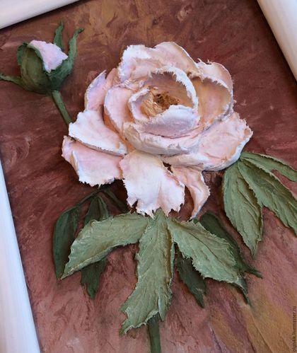 Купить или заказать Картина объемная 'Пион' в интернет-магазине на Ярмарке Мастеров. Картина в раме выполнена в технике скульптурной живописи декоративной штукатуркой. Основа - ДВП в деревянной раме, покрытой матовым лаком. Снимки сделаны при разном освещении. С обратной стороны имеется подвес для фиксации на стену. Может стать прекрасным дополнением интерьера комнаты, кухни, прихожей или оригинальным подарком.