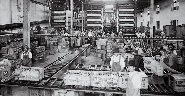 Abajo a la derecha podemos apreciar al primer hipster de la historia. | 29 Fotos de la cerveza Corona que te enseñarán lo mucho que ha cambiado México